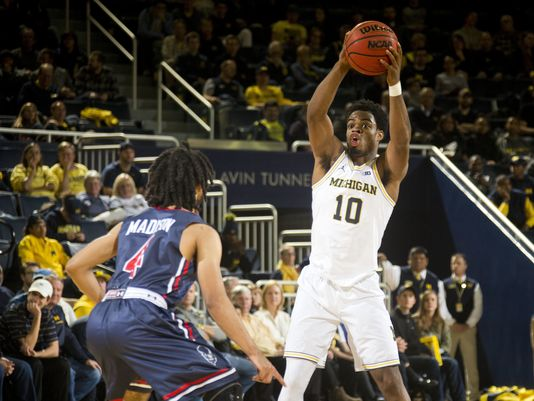 Bison Basketball Suffers Loss in Season Opener Against Michigan
